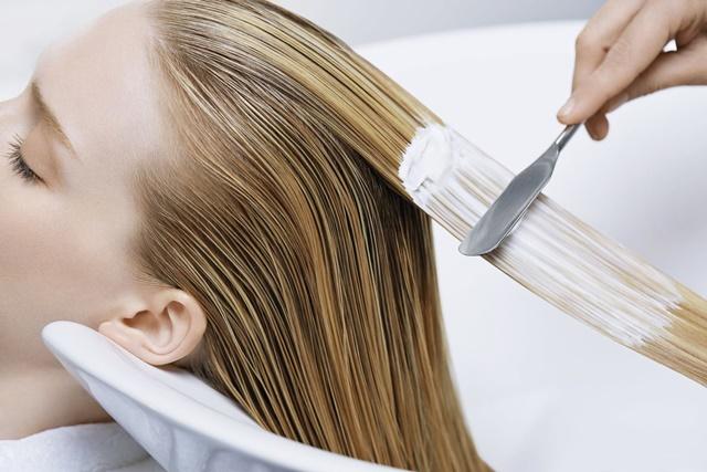 Профессиональные процедуры по уходу за волосами в салоне красоты: лечение и восстановление